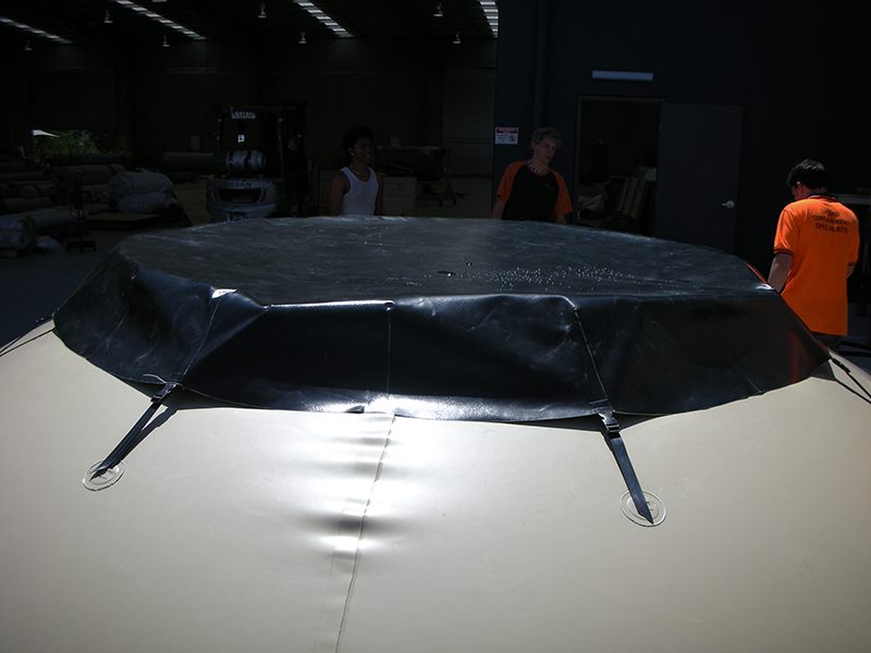 onion tank with protective cover